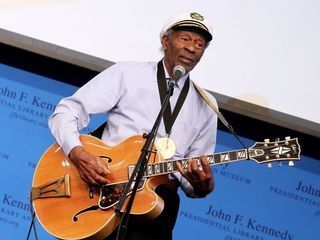 Chuck Berry, rock 'n' roll guitarist, dies