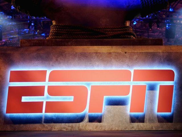 ESPN broadcaster Robert Lee taken off UVA game due to name