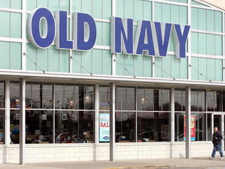 Woman gives birth in Old Navy parking lot