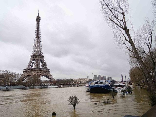 Paris braces for peak flooding as Seine River rises
