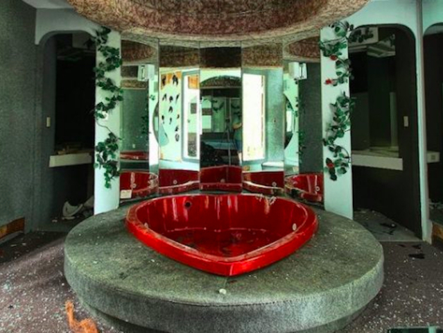 Love Is Dead At These Creepy Abandoned Honeymoon Resorts In The Pocono Mountains