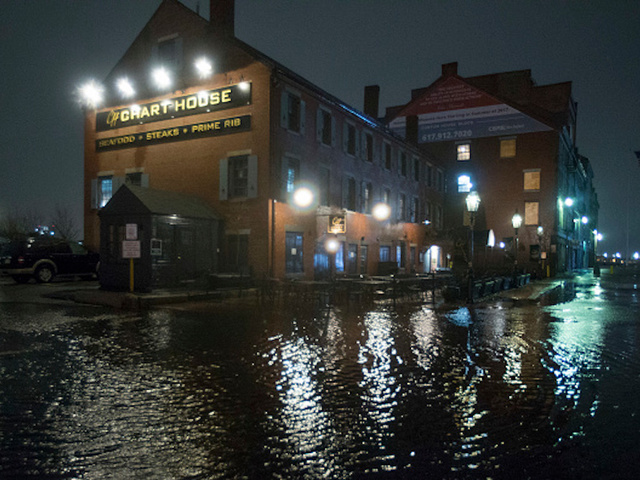 Sandbags and warnings as northeast USA braces for storm-driven flood