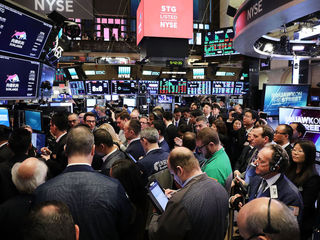 Dow sinks 400 points Wall Street rattled again