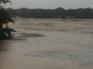 River in Texas rises 35 feet in one day